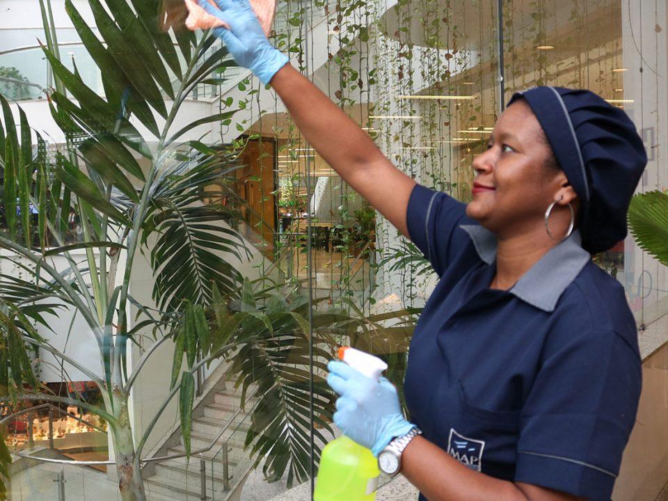 Como saber a hora certa para terceirizar o serviço de limpeza